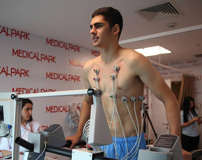 Azərbaycanlı futbolçu rəsmən Türkiyə klubunda - FOTOLAR