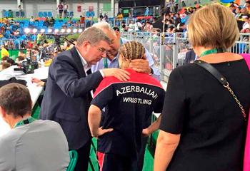 Beynəlxalq Olimpiya Komitəsinin prezidenti Stadnikə təsəlli verdi - VİDEO
