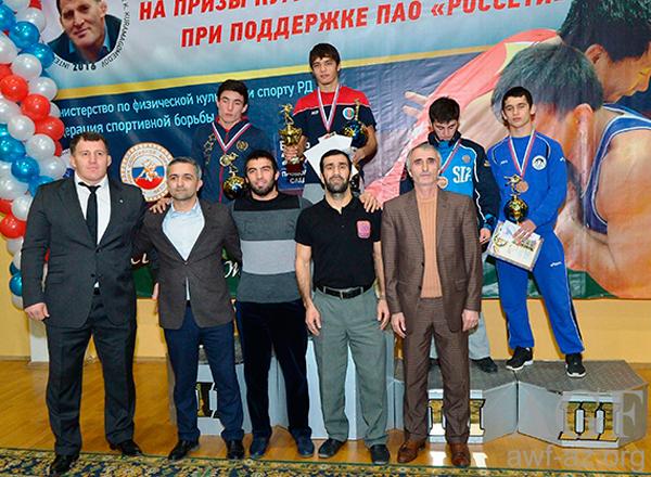 Güləşçilərimiz Dağıstanda 5 medal qazandılar