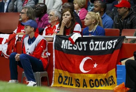 Özil Almaniya ilə Türkiyə münasibətlərindən danışdı
