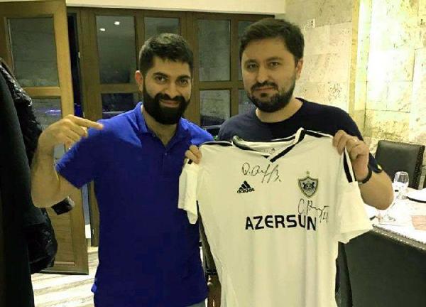 """Momaniyə """"Qarabağ""""ın forması hədiyyə edildi -"""