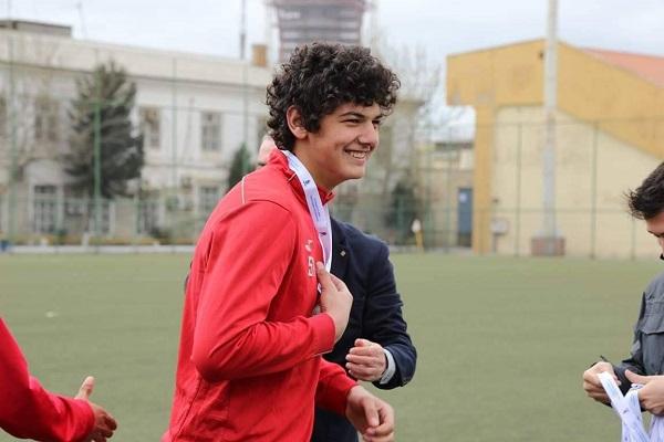 Gənc futbolçu